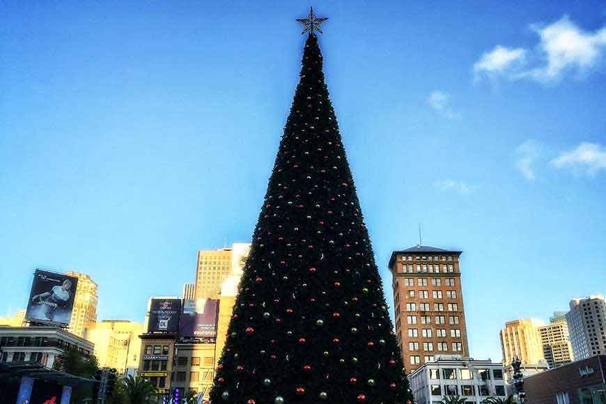 The star at the top of the Christmas Tree in Union Square>                                 <div class=