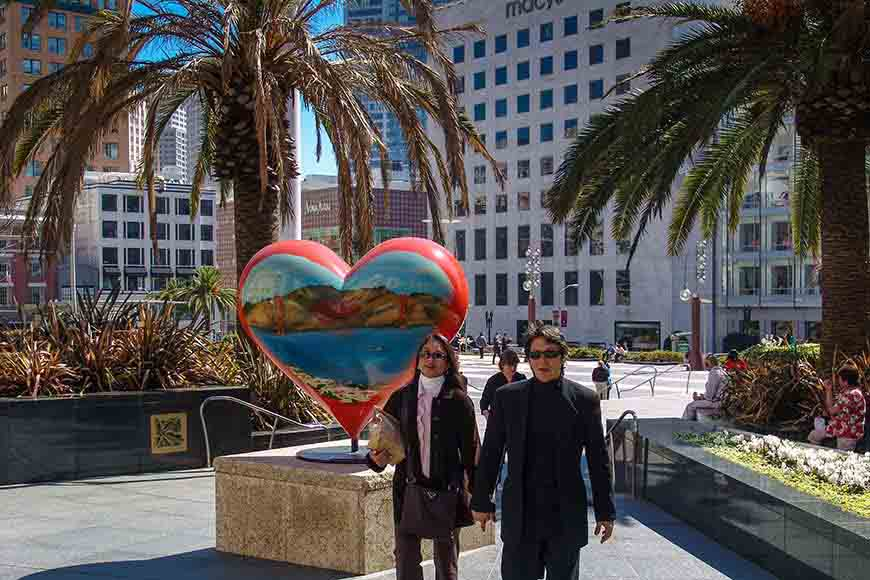 San Francisco Hearts Artistic At Entrance To Union Square