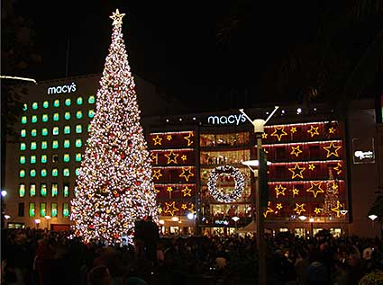union square christmas tree the night of the lighting - Macys Christmas Decorations